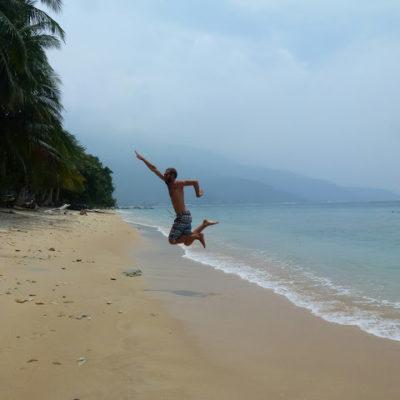Isla Tioman en Malasia. Un paraíso cubierto de humo. ¿Hasta cuándo esta barbarie?