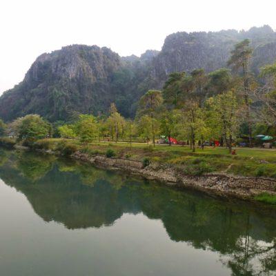 Vang Vieng en Laos. Entre montañas, cuevas y paisajes de película