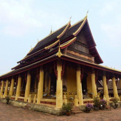 Vientiane: de la experiencia negativa del infernal transporte en Laos a la positiva del Couchsurfing
