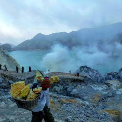 Volcán Ijen y su fuego azul. La magia de la naturaleza contra el esfuerzo del hombre – Indonesia