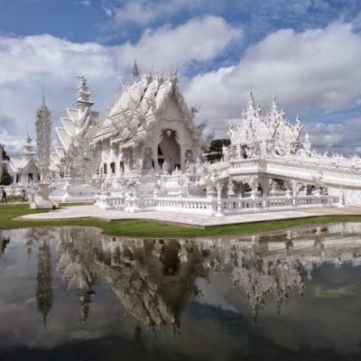 Pai: visita obligada para mochileros, y Chiang Rai: White Temple vs Black House