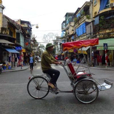Hanoi, capital de Vietnam. Caótica y muy auténtica. ¡Mucho más que motos!