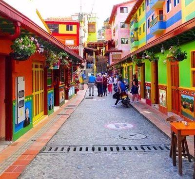 Guatapé y su Peñón: El pueblo más bonito (y colorido) de Colombia